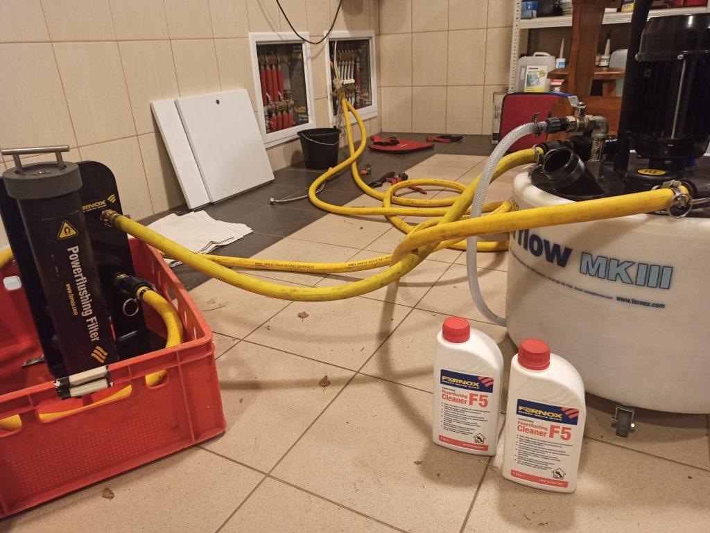 Czyszczenie instalacji centralnego ogrzewania. Płukanie podłogówki